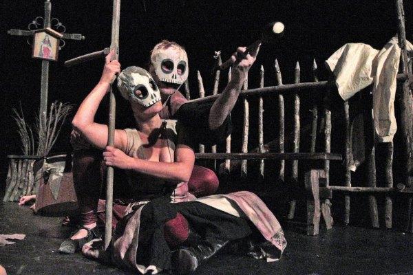 Psí kůže - divadelní představení studia D3 Karlovy Vary